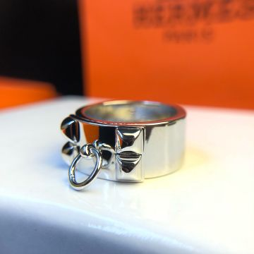 Best Replica Hermes Collier De Chien Four Studs & Collar Design Females Sterling Silver Wide Ring H106513B 00050