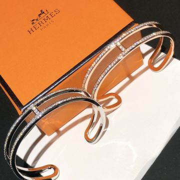Replica Hermes 2021 Top Sale Paved Diamonds Classic H Logo Shape Cuff Bangle For Ladies Silver/Rose Gold Price UK
