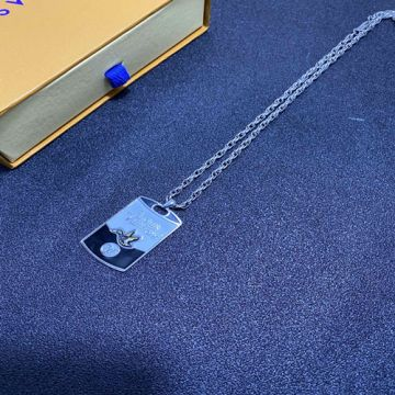 2021 Good Price Louis Vuitton LV Made Nigo Duck Pattern Logo Letter Detail Male Fahion Black & White Enamel White Gold Necklace
