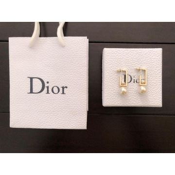 Christian Dior Simple Style Womens White Pearl Pendant Yellow Gold Rectangle Framed Earrings In Dubai